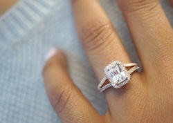 How to Take the Perfect Ring Selfie - Image